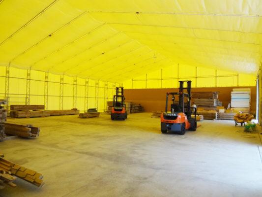 テント内に照明と防犯カメラの設置