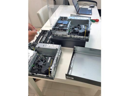 パソコンを分解しHDDを外します